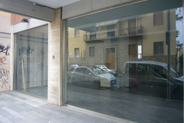 Alberti (pressi) fondo commerciale in affitto